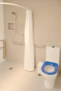 Kangaroo Bay Apartments - 2 Bedroom Apartment Disabled Access Bathroom - Bellerive Hobart Accommodation